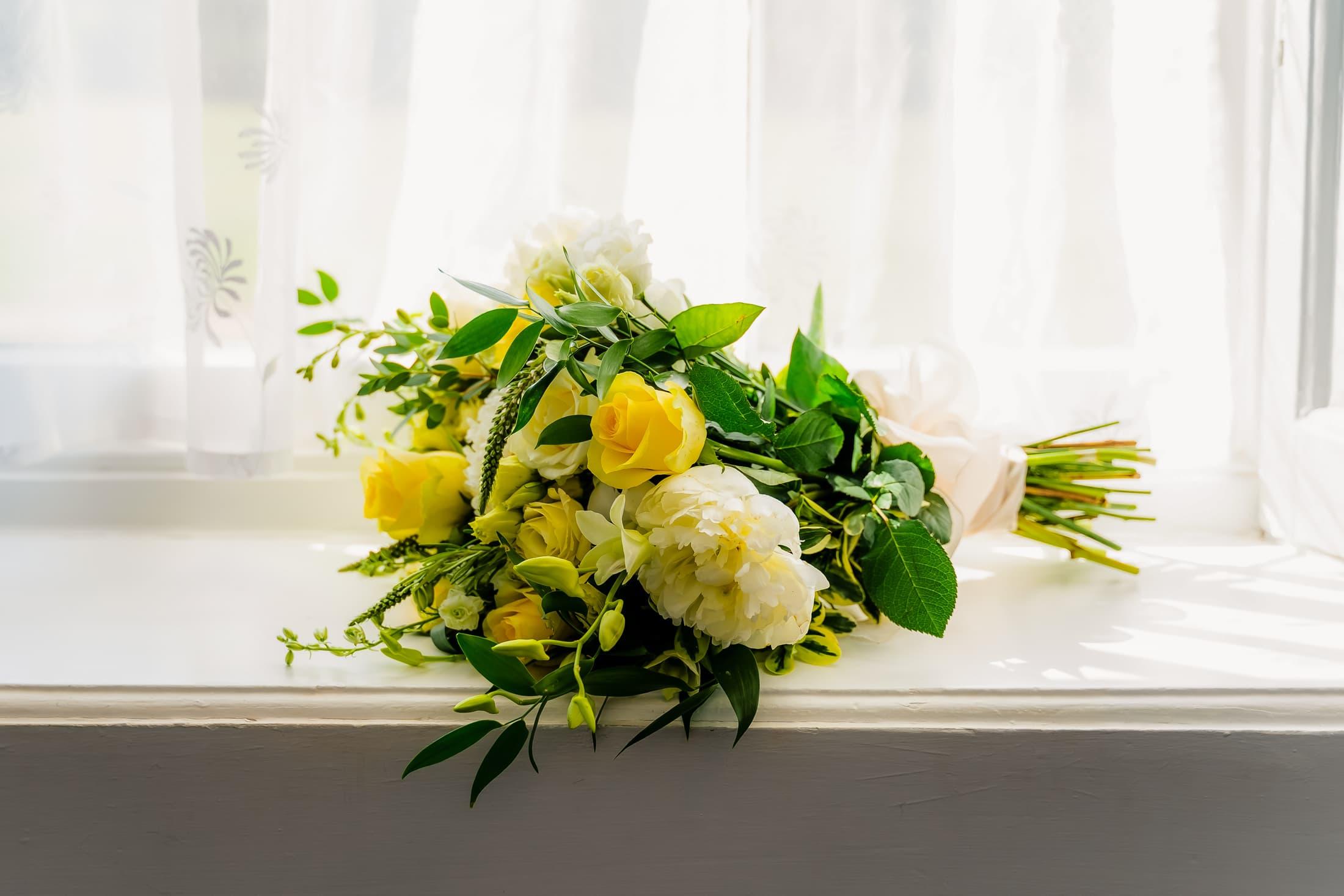 Brides wedding flowers - essex summer wedding at gosfield hall