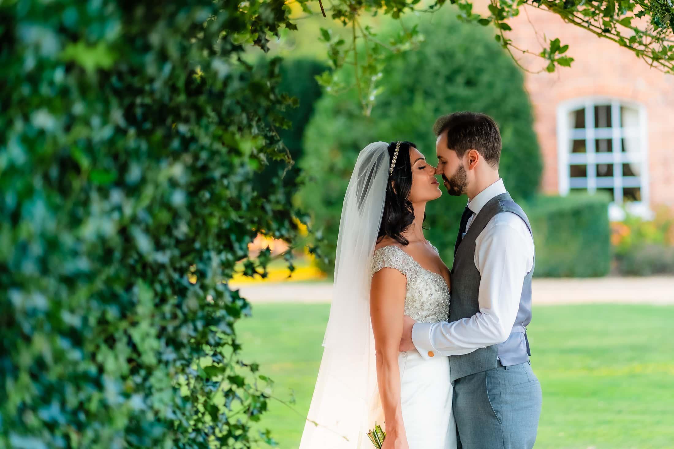 essex summer wedding at gosfield hall