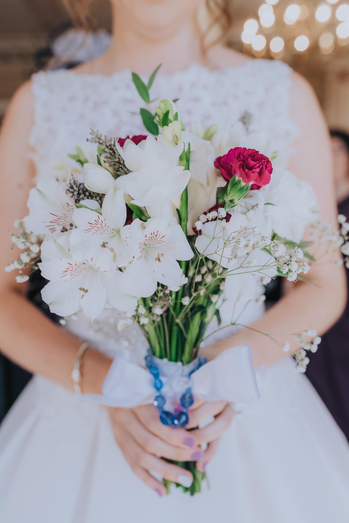 bride holding her beautiful wedding bouquet